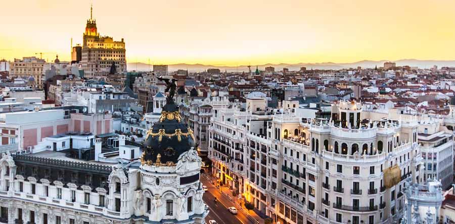 Gran via de madrid - españa